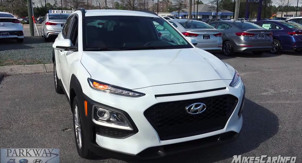 Giá Xe Hyundai KONA Turbo 1.6AT Và 2.0 Bản Tiêu Chuẩn Màu Trắng