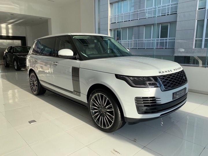 Nên Mua Xe Range Rover Đã Qua Sử Dụng Hay Đời Mới Nhất Giá Cao Hơn
