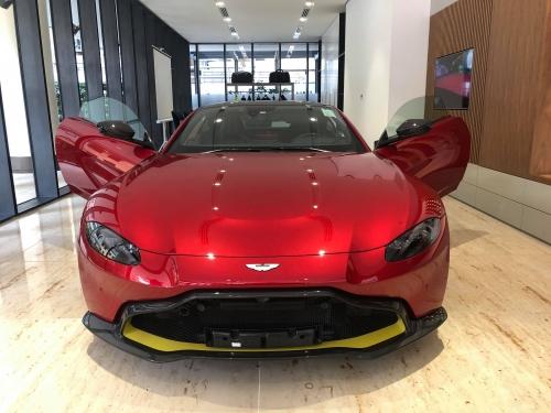 Siêu Xe Aston Martin Vantage Thể Thao 2 Cửa 4 Chỗ Đời Mới Nhập Khẩu Từ Anh Quốc