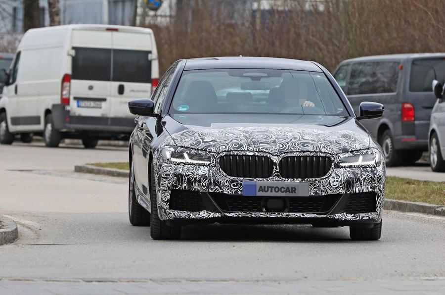 BMW 5 Series Phiên Bản Nâng Cấp 2021 Có Gì Mới Khi Ra Măt,Giá bán bao nhiêu, có mấy phiên bản,