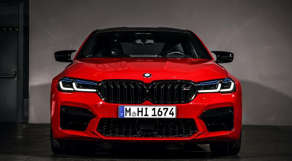 BMW M5 2021 Phiên Bản V8 Có Gì Mới, Giá Bao Nhiêu Tiền, Những chiếc xe M bốn cửa, cung cấp hiệu suất siêu xe với khả năng sử dụng hàng ngày cho tối đa năm hành khách, xem những thay đổi đáng chú ý sau: