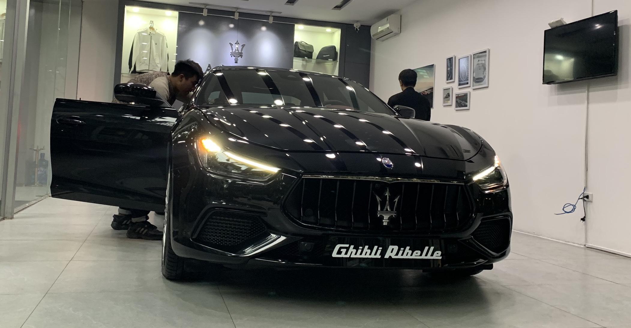Xe Maserati Ghibli Gransport NERO RIBELLE Đời 2021 Màu Đen Giá Bao Nhiêu