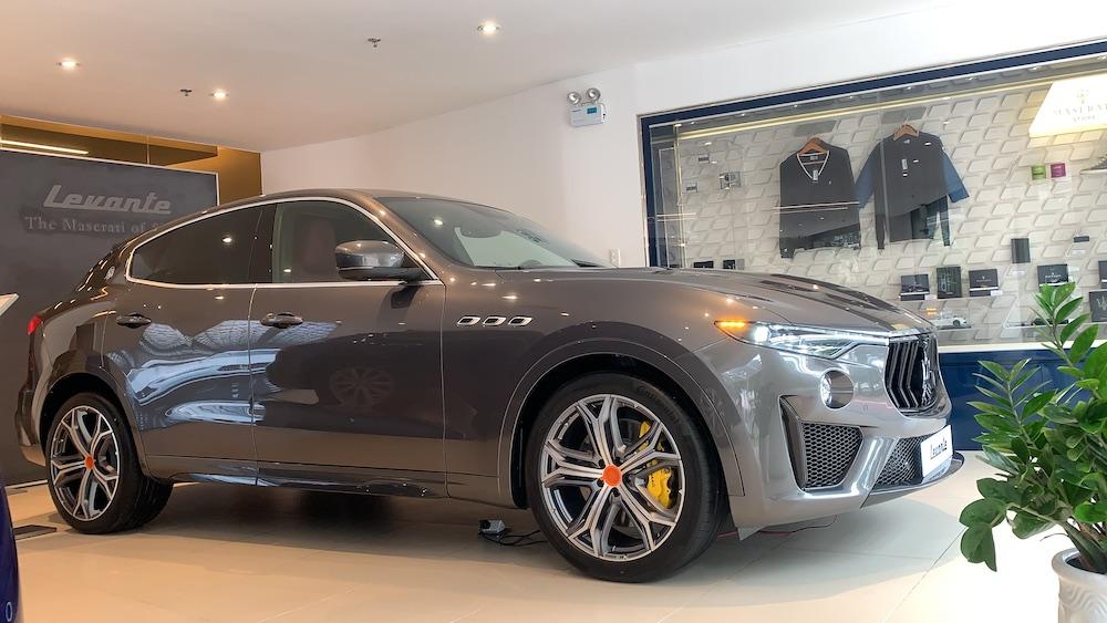 Xe Maserati Levante trofeo màu xám của minh nhưa giá 14 tỷ