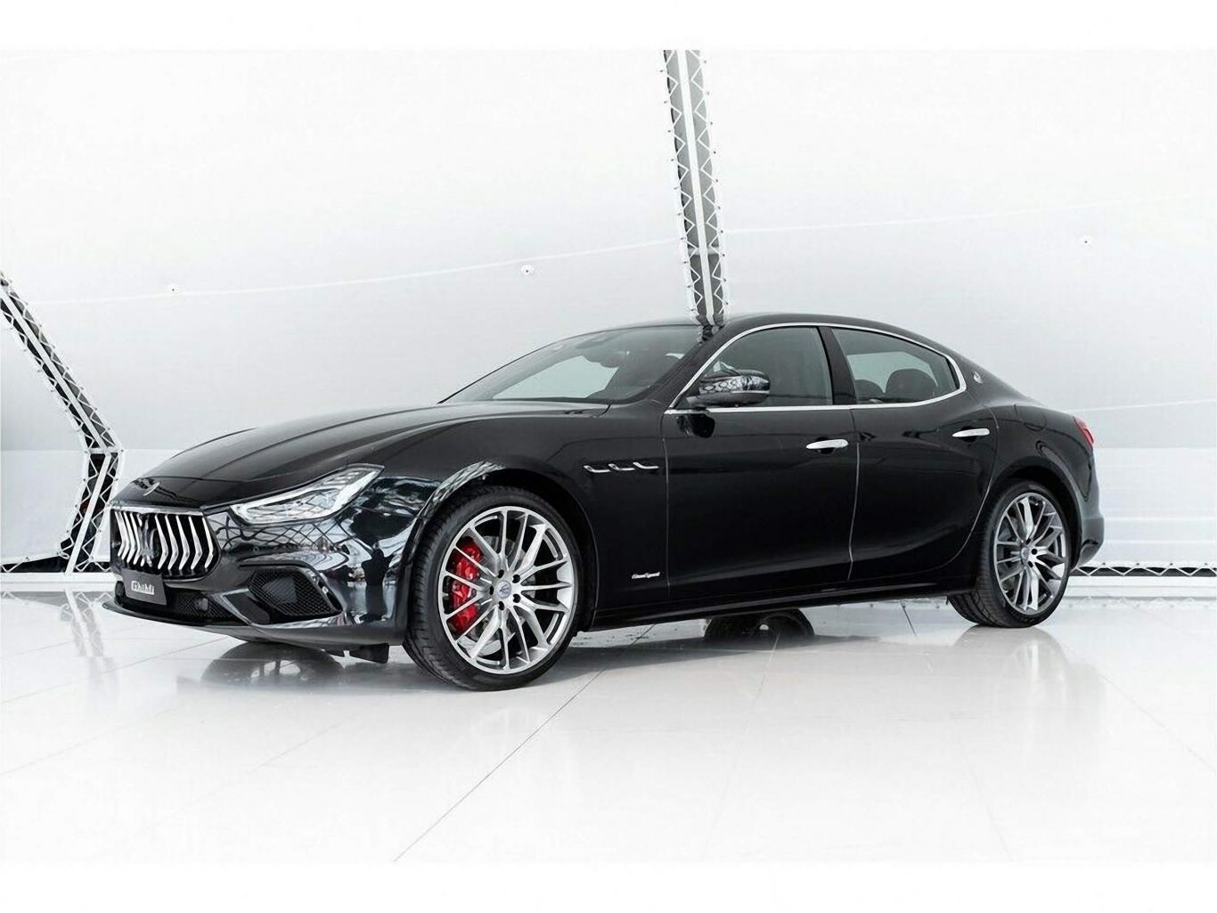 Hình Ảnh Và Phim Xe Maserati Ghibli Sedan 4 Chỗ Màu Đen Cao Cấp