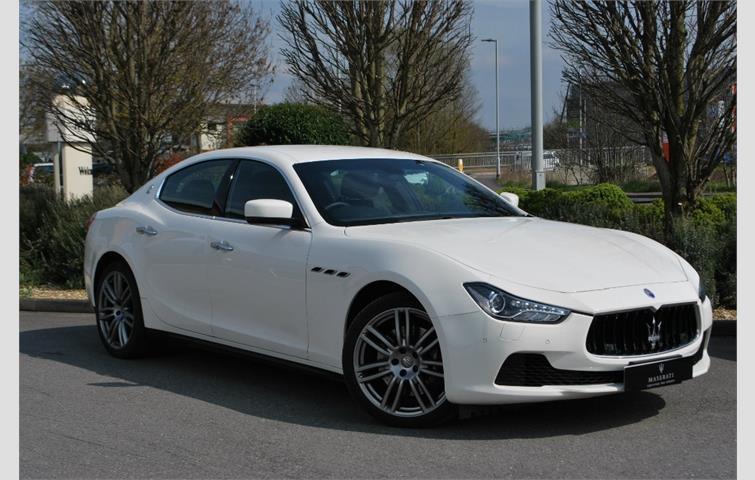 màu trắng, Maserati Ghibli 2021 Phiên Bản 2.0L 330 Mã Lực Giá Bao Nhiêu Tiền Khi Ra Mắt cuối năm 2020 này, Xe được trang bị động cơ mới nhỏ hơn, nhưng công suất gần bằng với V6 350 mã lực hiện tại, Maserati nội thấ