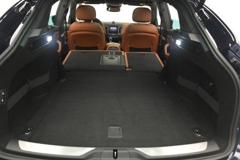 Maserati Levante có hàng loạt các ngăn chứa vật dụng