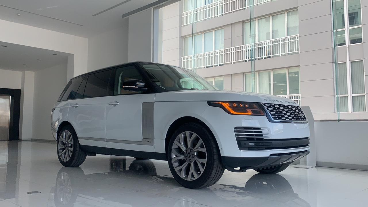 Chiếc Xe range Rover Đời mới nhất màu trắng model 2020 phiên bản p400 công suất 400 mã lưc