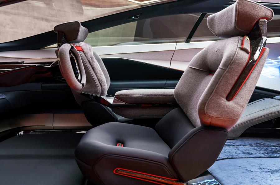 Mẫu Sieu Xe Aston Martin LaGOnDA SUV Gầm Cao Hoàn Toàn Mới Ra Mắt Có Gia Bao Nhiêu Khi Về Việt Nam theo đường nhập khẩu chính hãng, nó sẽ có bao nhiêu màu sắc ngoại thất và nội thất, số chỗ ngồi 5 hay 4 cho
