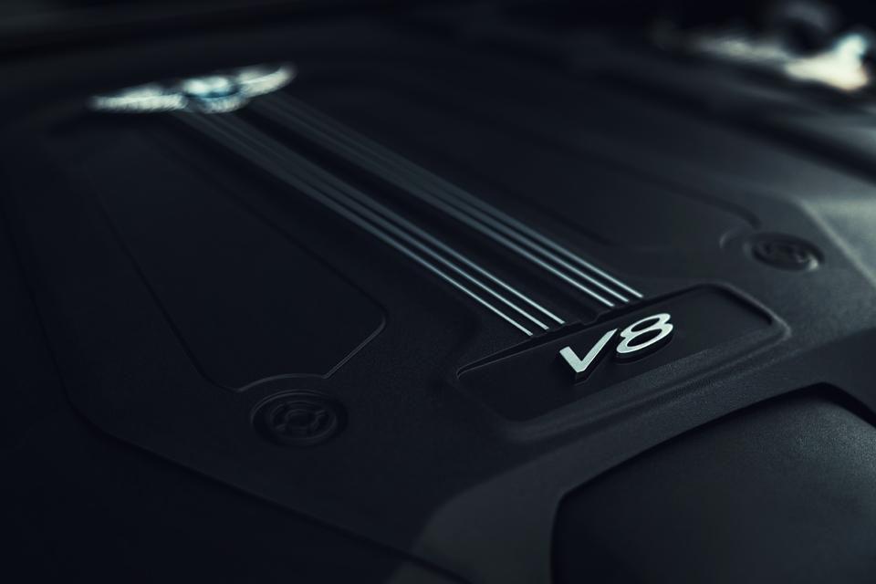 động cơ 4.0 V8 công suất lón nhất bao nhiêu, nó là của xe porsche cayenne hay audi hay của hãng nào chế tạo