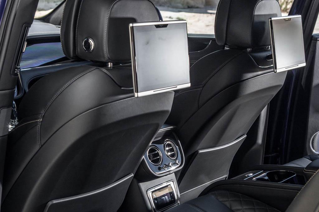 nội thất màu đen của xe bentley 5 chỗ bentayga v8