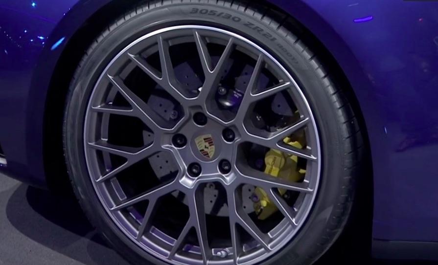 Xe Porsche 911 Mẫu 2 Cửa Hoàn Toàn Mới Model 2019 Ra Mắt Co Giá Bán bao Nhiêu tại việt nam, Có mấy loại động cơ cho mẫu coupe này , mẫu mới có gì hơn so với thế hệ cũ