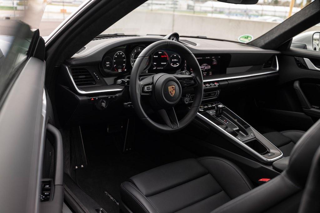 Porsche 911 Turbo S 640 Mã lực 0 Đến 100 Km/h Chỉ 2,6 Giây Giá Bao Nhiêu Tiền khi nhập khẩu về việt nam , khi nào hãng có hàng sẵn, xe mui cưng và mui mêm gia hơn nhau bao nhieu tiền