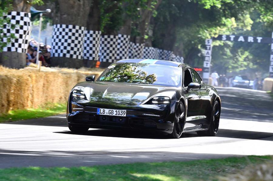 Porsche Taycan Xe Điên màu đen mới ra mắt