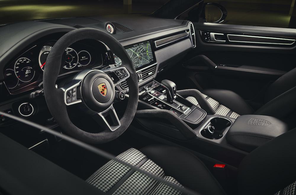 Porsche Cayenne GTS mới 2021 động cơ V8 454bhp Có Giá Bán Bao Nhiêu tiền