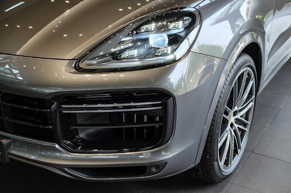 Xe 5 Chỗ SUV Porsche Cayenne Phiên 2020 Bản Turbo Máy V8 Giá Bao Nhiêu - màu vàng cát