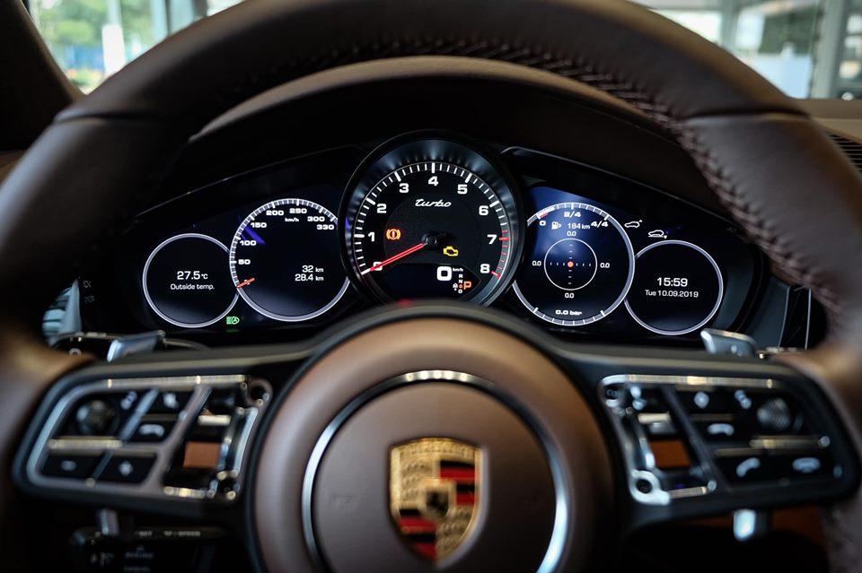 Xe Porsche Cayenne Phiên Bản Turbo 550 V8 Mã Lực Giá Bao Nhiêu Tiền Khi Lăn Bánh, Có những màu ngoại thất nào,nội thất nâu da bò trên bản nào Cayenne SUV Và Coupe có gì khác biệt nhau vè trang bị option hay không,