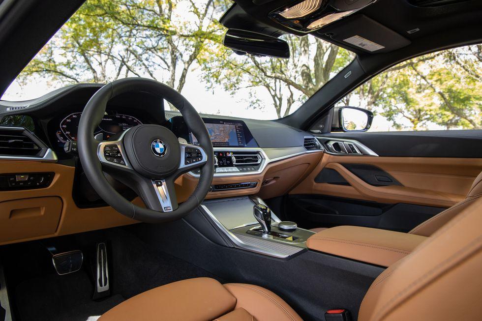 BMW 4-Series Coupe 46.595 USD Là thế hệ thứ 2  thay thế cho 3 Series-Coupe mang mã nội bộ G22, phiên bản 430i tiêu chuẩn có giá khởi điểm 46.595 USD, trong khi phiên bản dẫn động 4 bánh toàn thời gian 430i xDrive