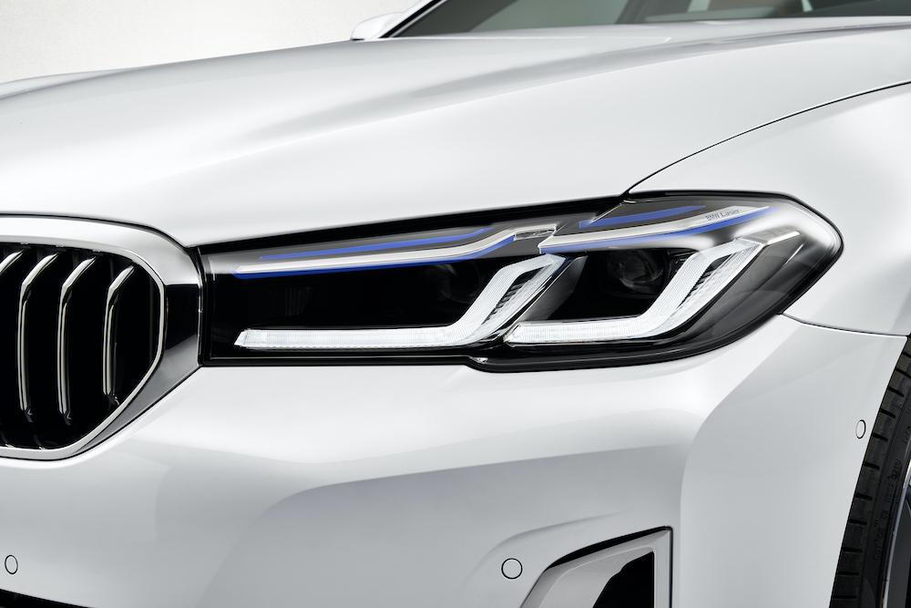 BMW 5 Series 530i Đời 2021 Có Gì Mới, Giá Bao Nhiêu Tiền, Xe màu trắng mới, phiên bản động cơ xăng 2.0l giá rẻ nhất, bản tiêu chuẩn, xe nhập khẩu châu âu hay lắp ráp