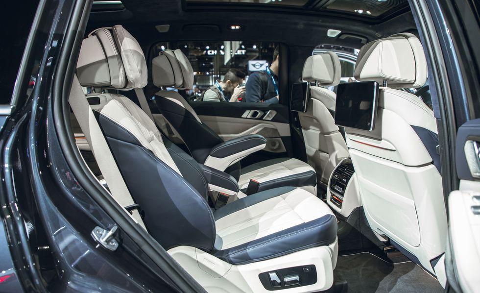 THÔNG SỐ KỸ THUẬT, Giá XE BMW X7 7 CHỖ ĐỜI MỚI NHẤT TẠI VIỆT NAM 2019, BMW X7 mới có bao nhiêu màu ngoại thất, giá từ 4,5 tỷ đồng cho phiên bản tiêu chuẩn, động cơ xăng 3.0 lít, Xe được đánh giá là đẹp nhất,  có 2 loại ghế là 6 và 7 ghế cùng hệ thống option full.