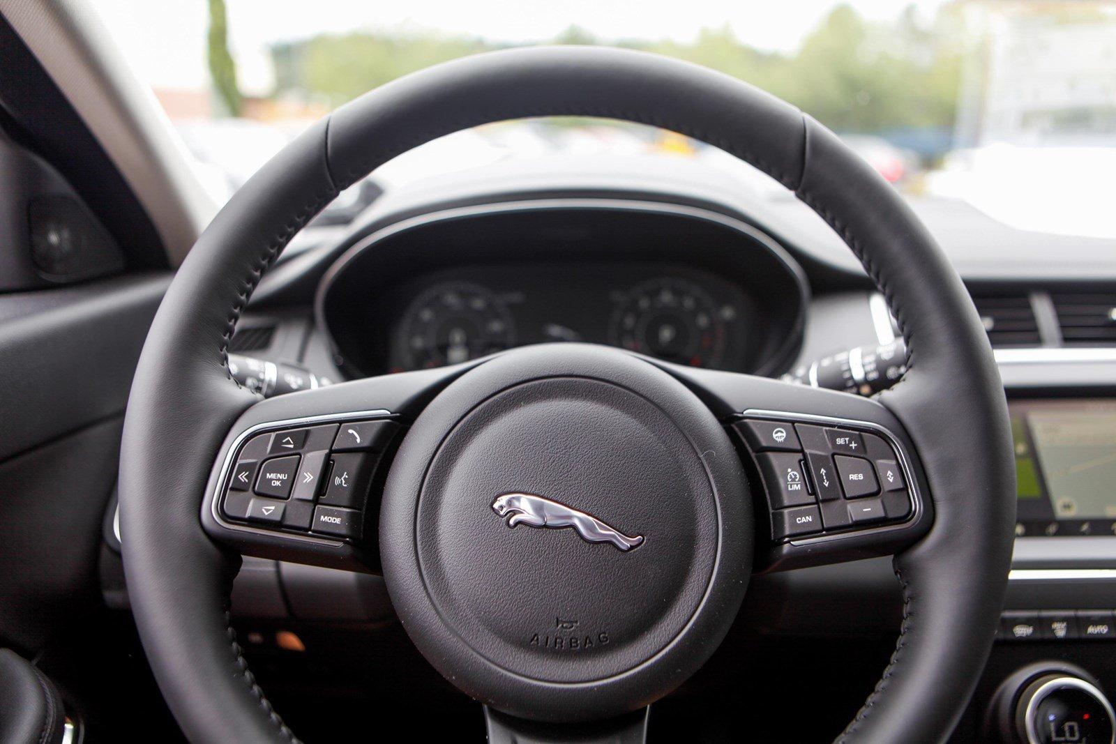 Giá Xe Jaguar E-Pace Màu Xám Bạc