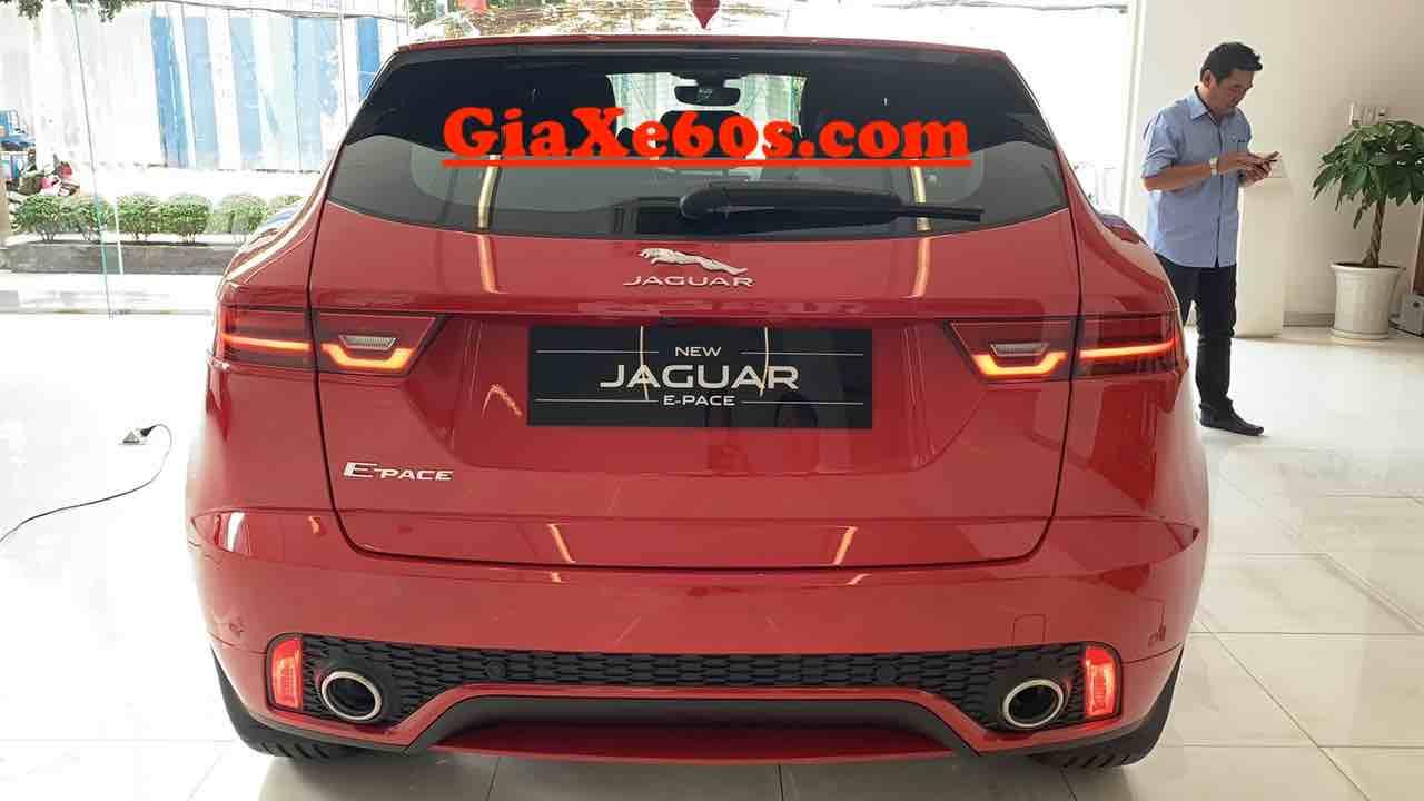 Đây là hình ảnh mẫu 5 chỗ gầm cao Jaguar E-Pace mới ra mắt bản cao cấp first edition màu đỏ nội thất màu đen cao cấp