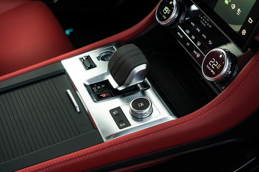 Đánh giá Jaguar F-Pace P400 R-Dynamic SE 2021 tại Vương quốc Anh