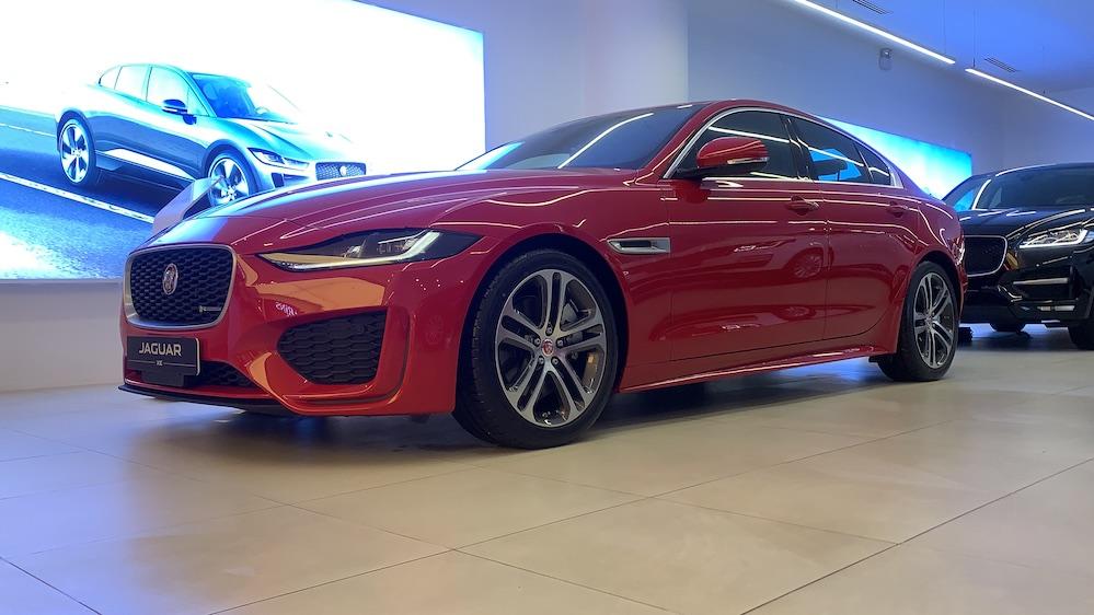 Jaguar 4 Chỗ XE đối thủ Mercedes C300, Bmw 330i, Audi A4, Lexus IS250 có gì mới, giá bán bao nhiêu tiền, ĐỘNG CƠ XĂNG 2.0L NHÂP KHẨU CHÍNH HÃNG TƯ NƯỚC ANH GIÁ RẺ NHẤT