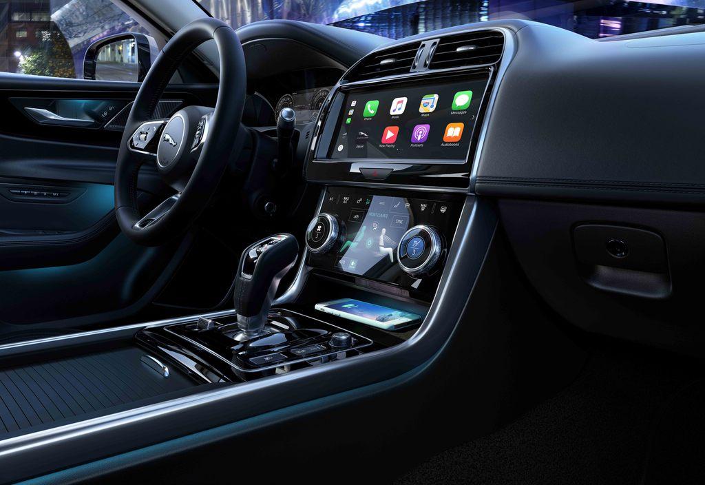 Jaguar XE Phiên Bản Mới Model 2020 Chính Thức Ra Mắt Gần Với Range Rover Evoque