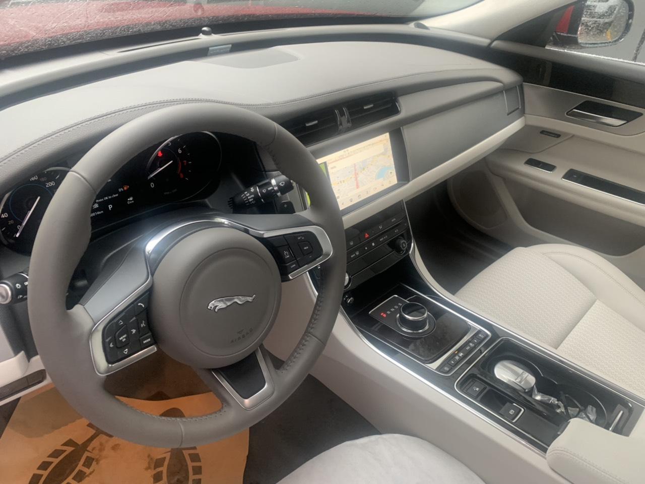 Jaguar XF Prestige màu đỏ