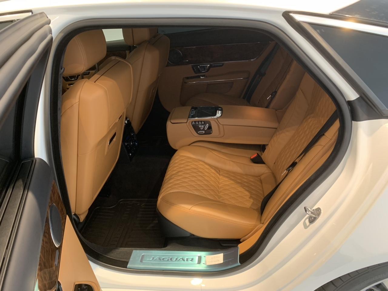 Giá Xe Jaguar XJL Phiên Bản 3.0 V6 Đời Mới Model 2019 Bao Nhiêu Tiền, Mẫu Sedan cao cấp cua thương hiệu Jaguar Anh QUốc được nhập khẩu trực tiếp từ nước Anh về Việt Nam với mức giá 6,6 tỷ