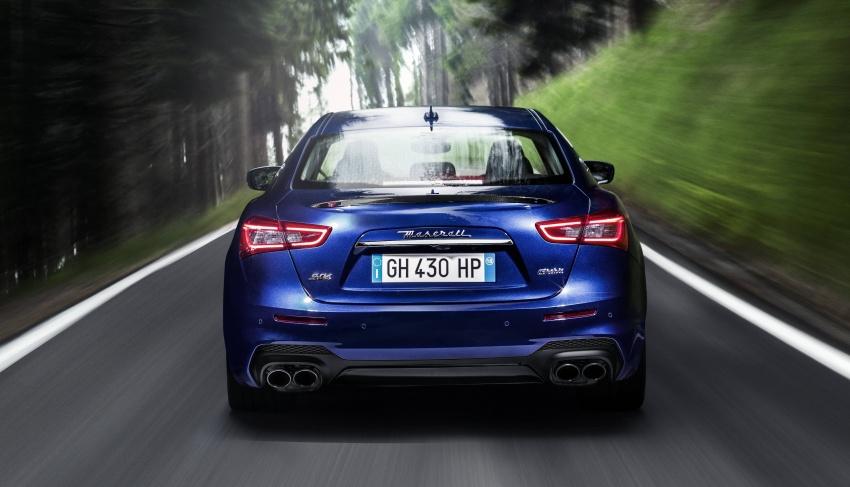 Giá Xe Maserati Ghibli 4 Chỗ 2020 Bao Nhiêu, Có Mấy Phiên Bản - Carbon trên bản gransport phần đuôi xe