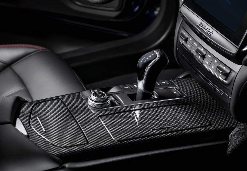 Giá Xe Maserati Ghibli 4 Chỗ 2020 Bao Nhiêu, Có Mấy Phiên Bản - Carbon trên bản gransport