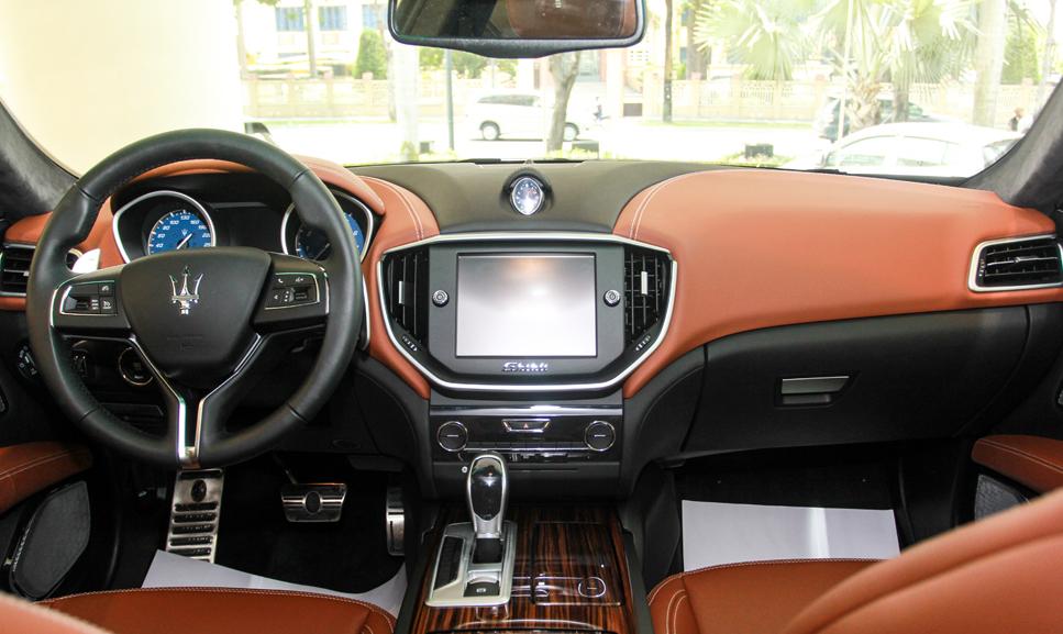 Giá Xe Maserati Ghibli 4 Chỗ 2020 Bao Nhiêu, Có Mấy Phiên Bản Nhập khẩu chính hãng tại thị trường oto Việt Nam, Ghibli sedan 5 cửa thuộc phân khúc nào của Ý Italia, ghibli cạnh tranh với hãng xe nào của Đưc, Gh