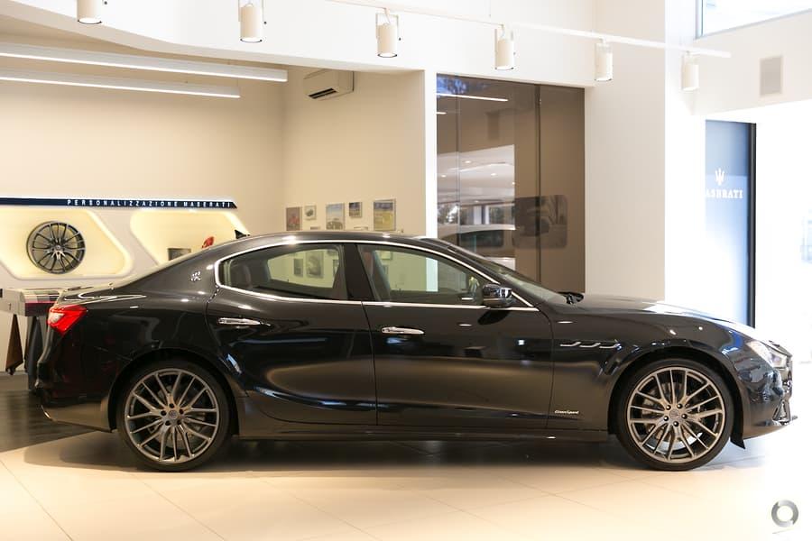 Mẫu sedan 4 chỗ Maserati Ghibli 2020 Màu Đen Nhập Khẩu Từ Ý Bao Nhiêu.