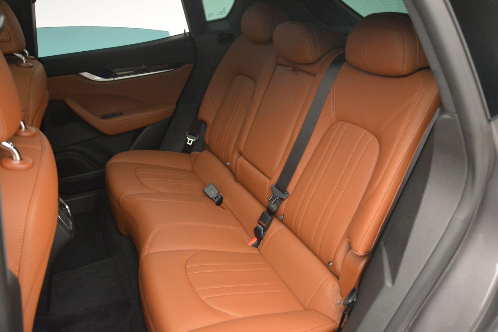 Maserati Levante 5 Chỗ Đối Thủ Porsche Cayenne 2020 Giá Bao Nhiêu - ghế da bò nâu vàng hàng ghế thứ 2