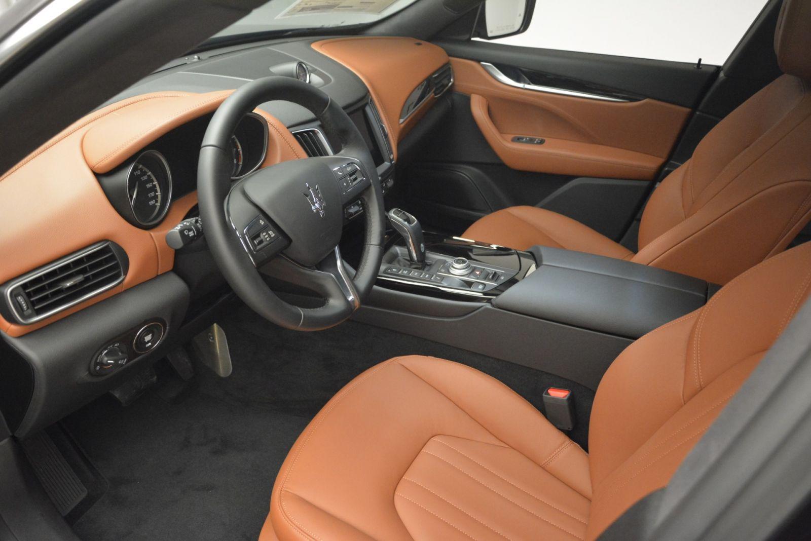 Maserati Levante 5 Chỗ Đối Thủ Porsche Cayenne 2020 Giá Bao Nhiêu Tiền, SUV Levante Có Gì Hơn Cayenne S, Phiên Bản Trofeo Mạnh Hơn Bản Turbo Hay Không, Tăng Tốc Giữa 2 Xe nào nhanh hơn. Maserati và Porsche hãng nào ra đời trước.