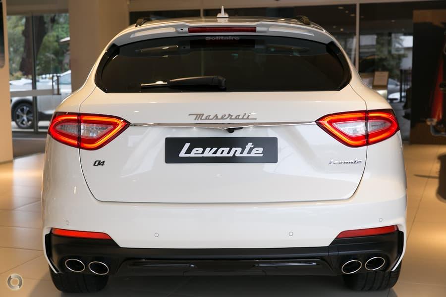 Xe Maserati Levante 5 Chỗ Màu Trắng 3.0 Bao Nhiêu, Chiếc Xe Gầm Cao Nhập Khẩu Từ Ý Có Gì Đặc Biệt, Maserati của Italia Được làm từ chất liệu gì, Nội thất bằng chất liêu gì, có bao nhiêu màu
