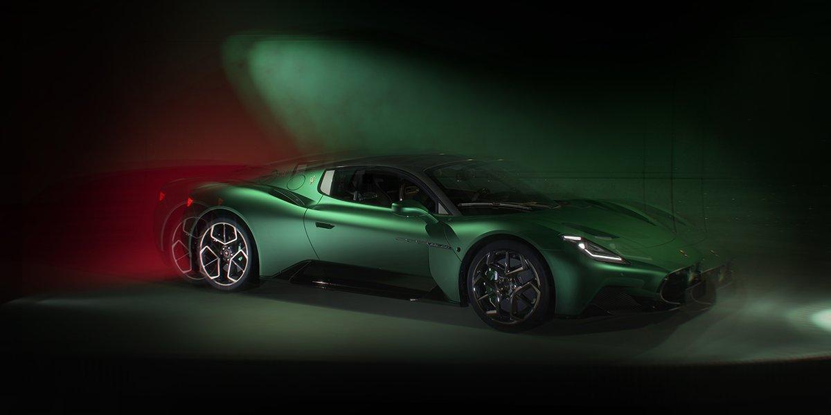 Màu xanh lá mà mọi người đều ao ước, màu xanh sẽ khiến bạn phải nín thở với tốc độ tối đa trên 325km / h.