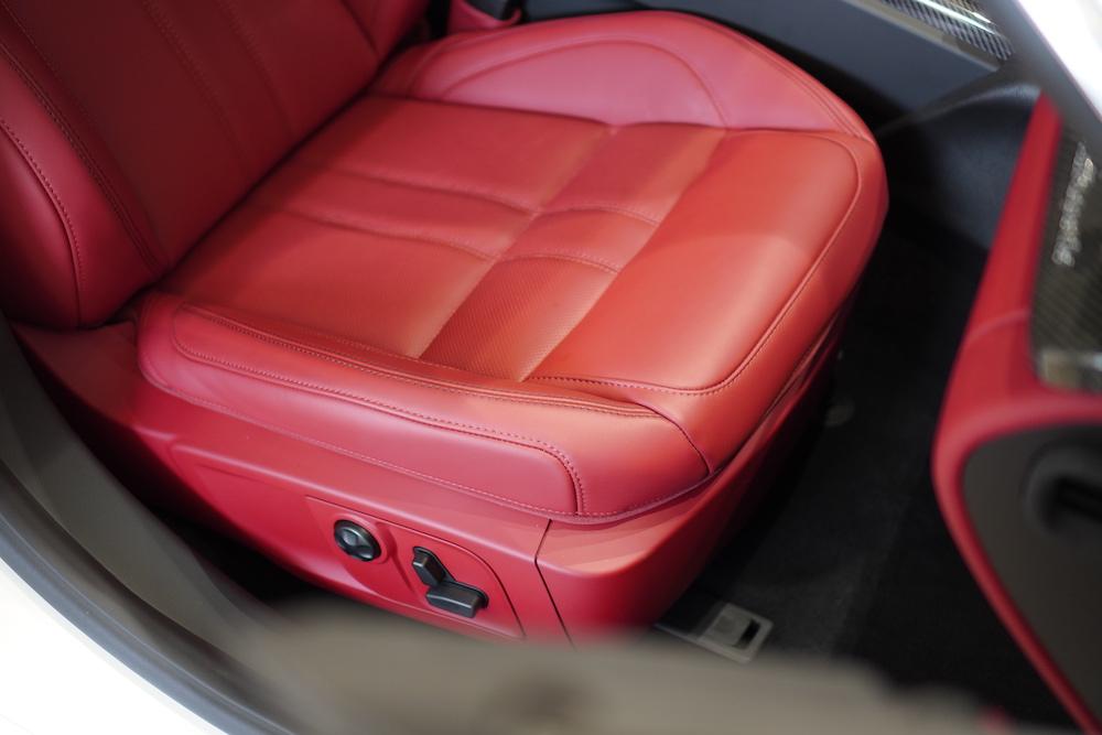 Mua Porsche Panamera, Mercedes S63, BMW 760 Hay Maserati Quattroporte Đời Mới Phiên Bản cao cấp 2 cầu, Màu trắng nội thất màu da bò, hệ thống âm thanh 1200 watt, Xe chất thể thao đặc trưng
