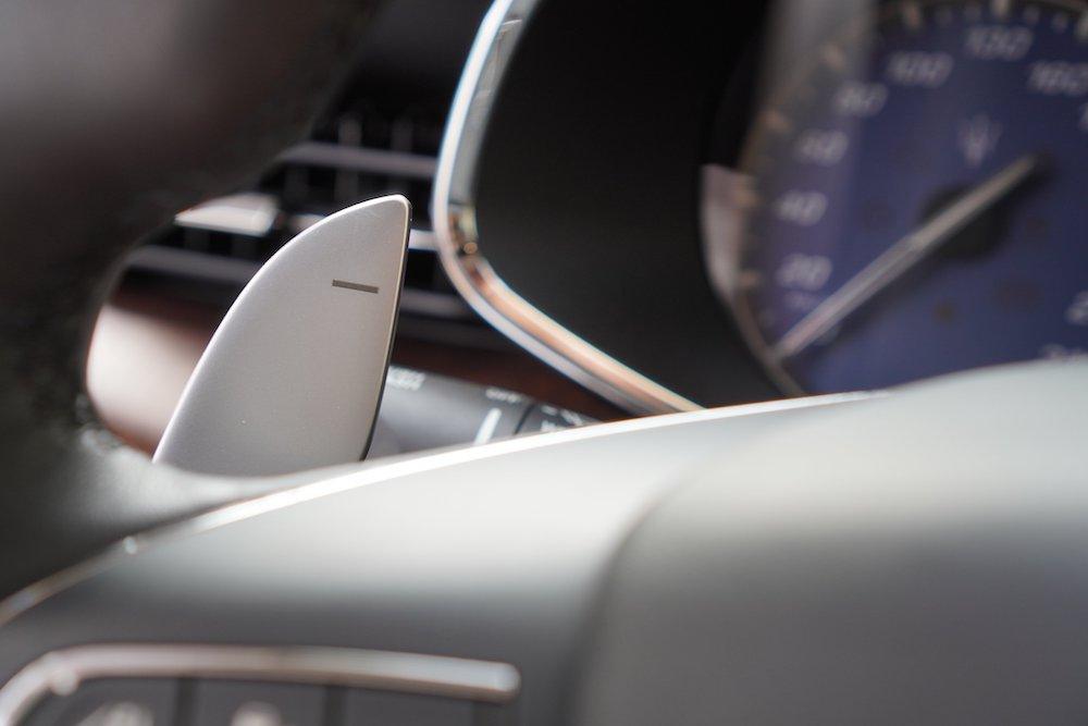 Xe Ý 4 Chỗ Maserati Màu Đỏ Giá Bao Nhiêu Tiền Lăn Bánh Gồm Biển Số và Bảo Hiểm Thân Xe, Xe Máy Xăng động cơ 3.0 v6 lít, nhập khẩu trực tiếp chính hãng từ ITalia, Xe màu đỏ đô, nội thất màu da bò nâu