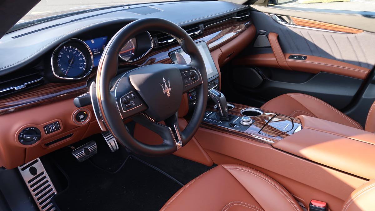 Xe 4 Chỗ Maserati Quattroporte Phiên Bản S Q4 GranLusso Nhập Ý - Màu Nội Thất Da Bò Nâu