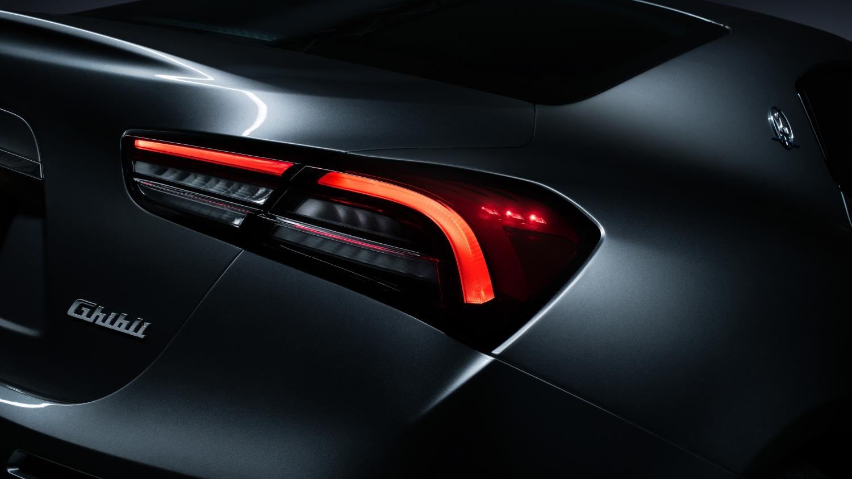Maserati Ghibli Hybrid Động Điện 2.0 lít Hoàn toàn mới ra mắt có gì, Hôm nay hãng xe Ý chính thức ra mắt mẫu xe thể thao Ghibli phiên bản 2021 trang bị động cơ lai đầu tiên trong lịch sử ngành xe đua Italia