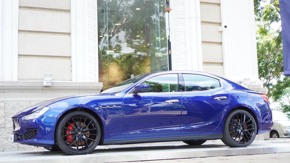 Giá Xe Maserati Ghibli Bán Tại Việt Nam Bao Nhiêu, Có Mấy Phiên Bản - Xe màu Xanh Dương 2 Cầu