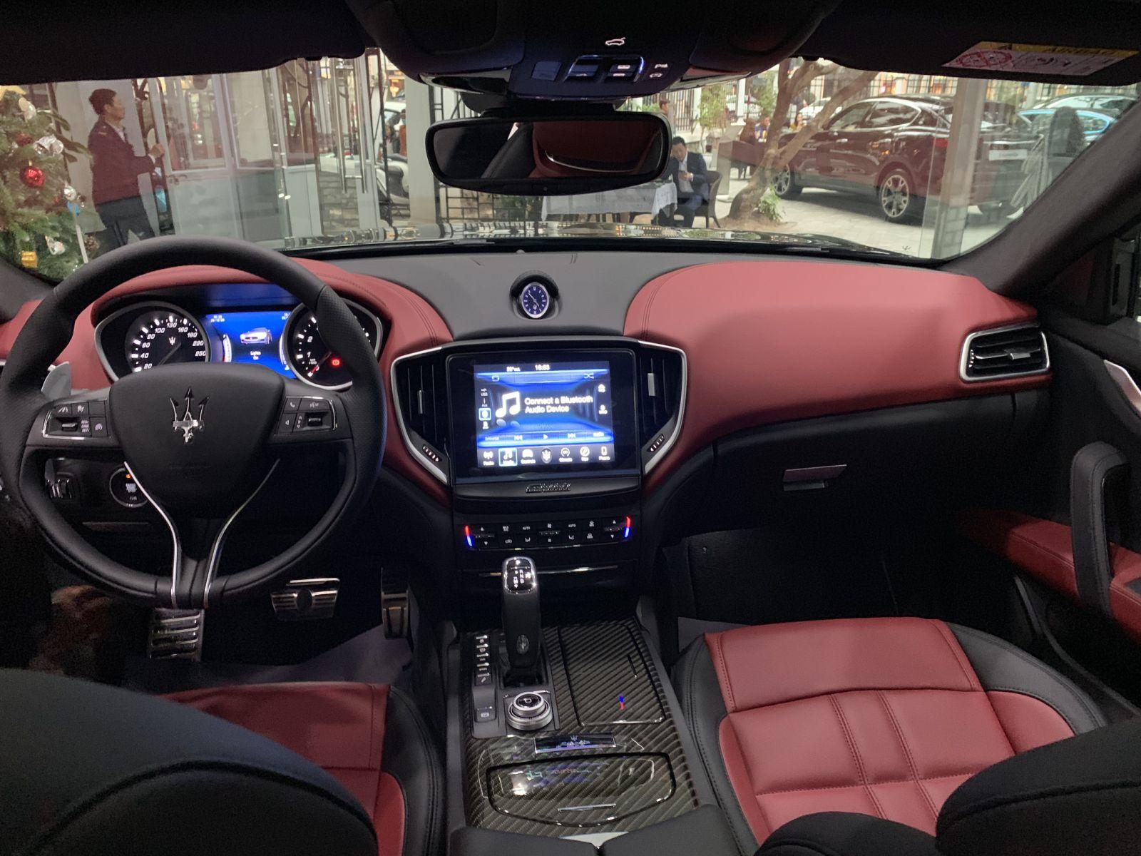 Xe Maserati Ghibli Gransport NERO RIBELLE Màu Đen Giá Bao Nhiêu Khi Ra Mắt ở Việt Nam, Xe Ý nhâp khẩu nguyên chiếc, nội thất đỏ đen, ngoại thất đen ánh kim