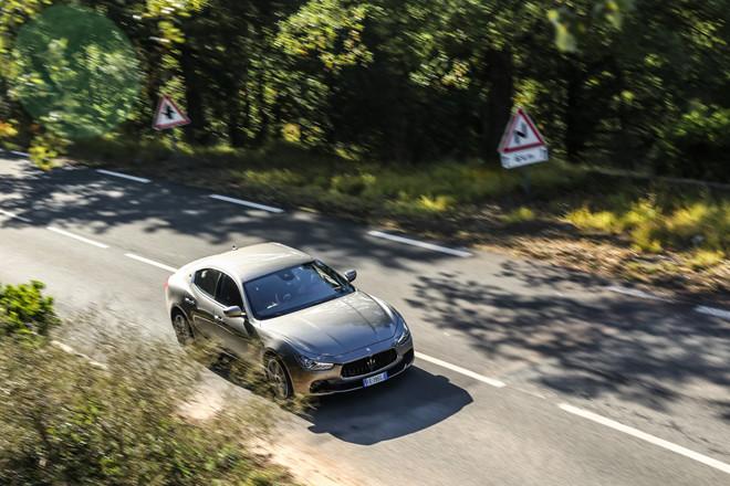 Xe Maserati Mẫu Sedan nhập khẩu nguyên chiếc từ nước nào