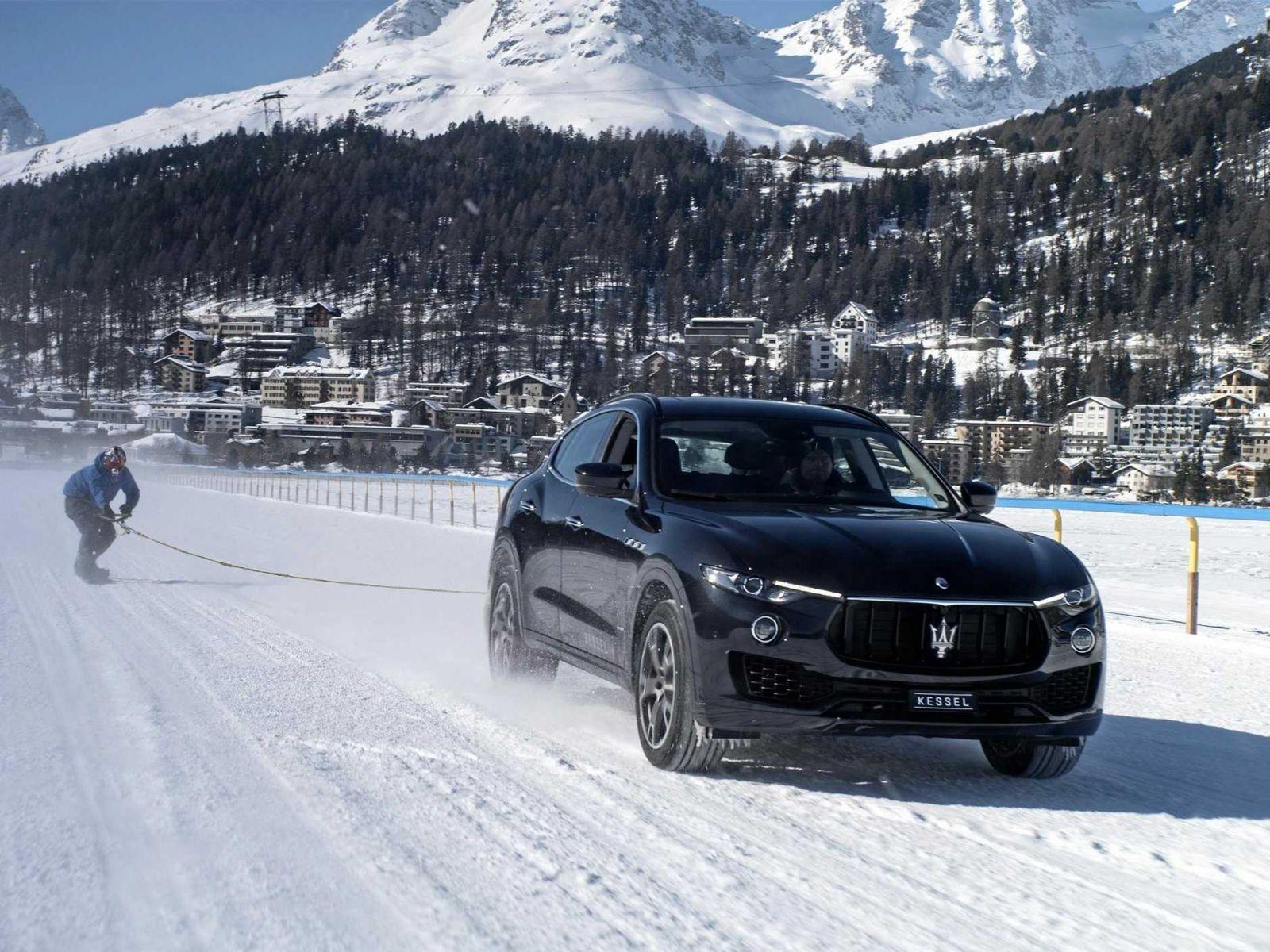 Kỷ lục thế giới của vua trượt tuyết tốc độ 150km/h Nhờ chiếc Maserati Levante