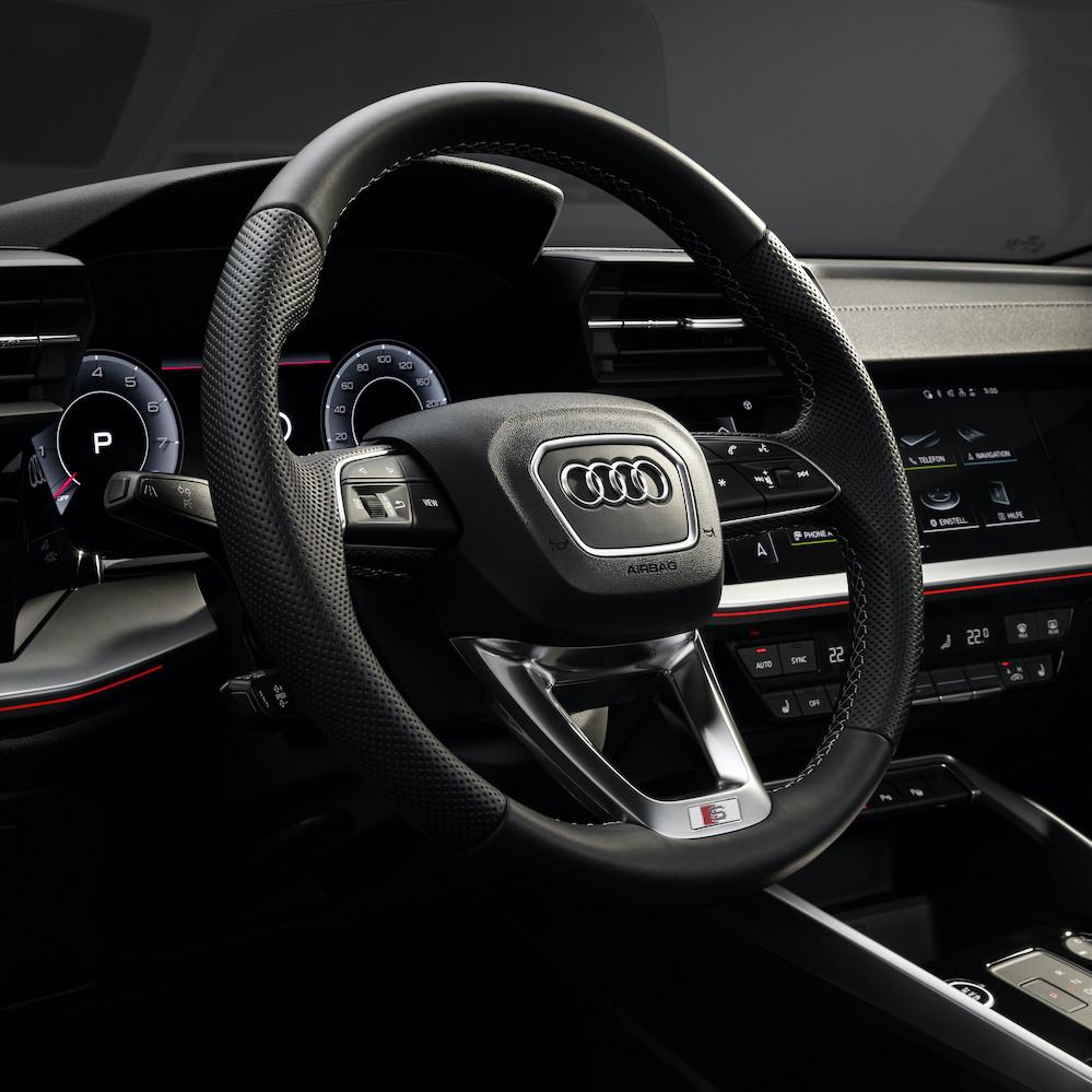 Audi A3 Phiên Bản Đời 2021 Có Gì Mới, Giá Bao Nhiêu tiền khi ra mắt, Xe Audi 4 chỗ sedan A3 thế hệ hoàn toàn mới có 3 phiên bản tại châu âu.