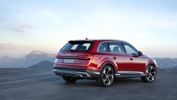 Mẫu 7 Chỗ Audi Q7 2020 Và Q8 Hoàn Toàn Giống Nhau Từ Ngoài Vào Bên Trong, phiên bản mới động cơ xăng 3.0 màu đỏ với giá dự kiến động cơ 2.0 sẽ không tăng nhiều