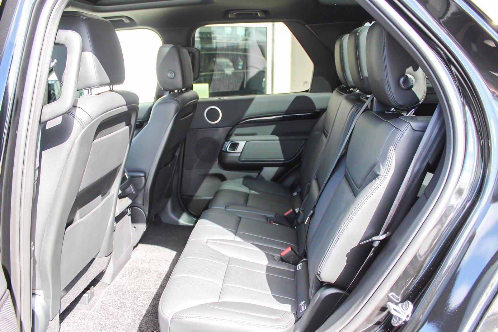 Giá Xe Land Rover Discovery 7 Chỗ Động Cơ 2.0L 300 Mã Lực Bao Nhiêu Tiền Khi Nhập Về Việt Nam, Xe Discovery có mấy phiên bản, Bản SE, HSE, và Luxury khác nhau thế nào, Xe Range Rover 7 Chỗ Chạy êm và bền không, Đ�