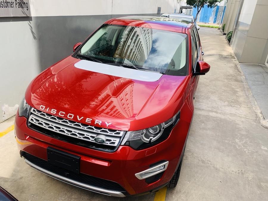 Mẫu xe Land Rover Discovery Sport Phiên Bản HSE Luxury Màu Đỏ.